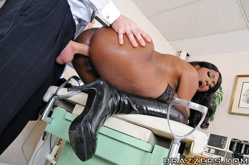 Nyomi-Banxxx-big-ass-pictures3