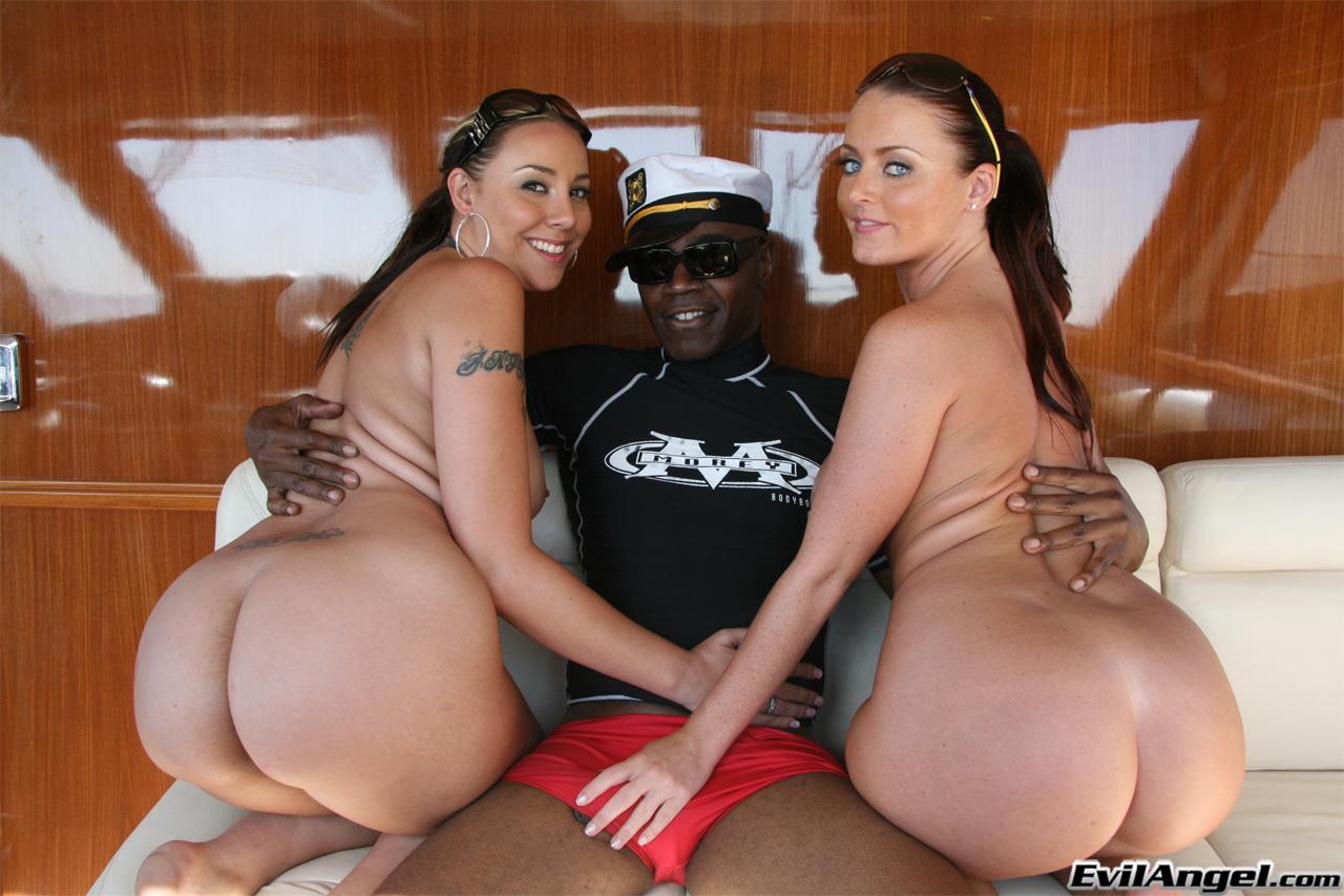 Секс на яхте с негром 4 фотография