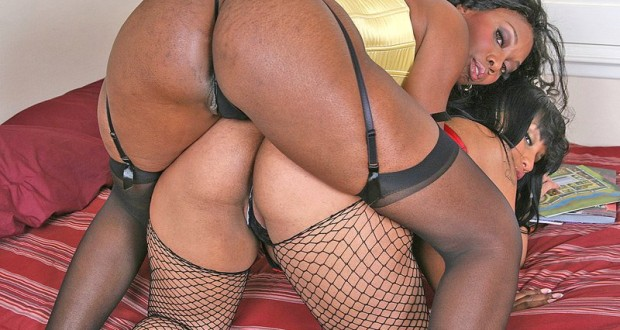 Nyomi Banxxx Tia Cherry big black and wet butt pics