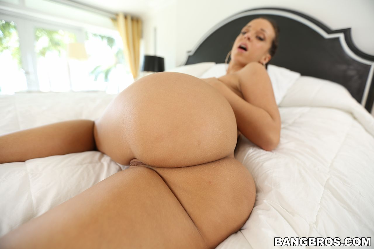jada-stevens-big-booty-twerks-on-a-big-cock-at-ass-parade