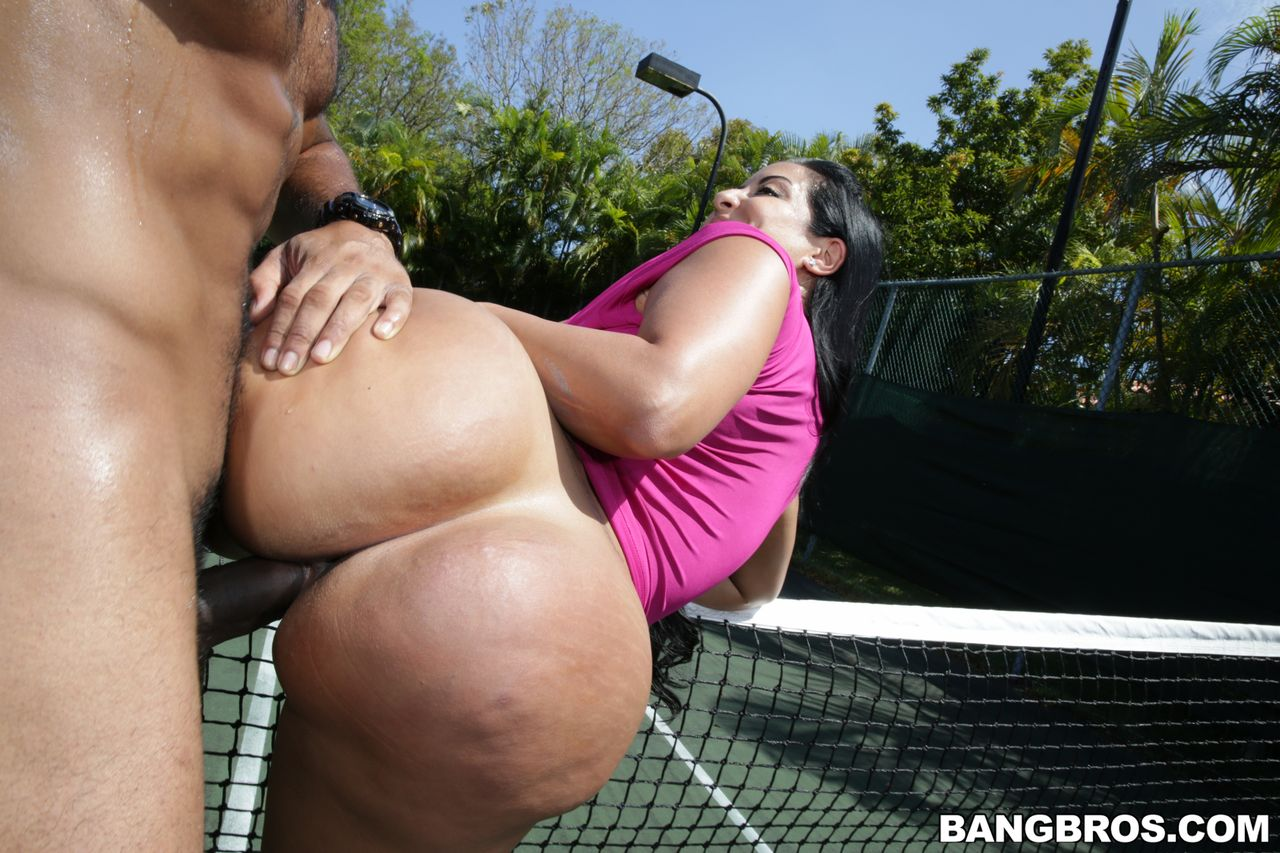 kiara-mia-big-ass-milf-loves-big-black-dick-ass-parade