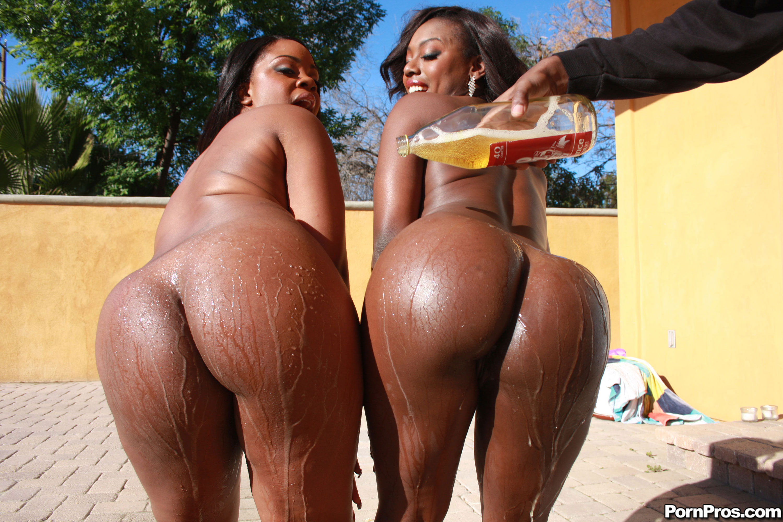 2 Busty Milfs Threesome