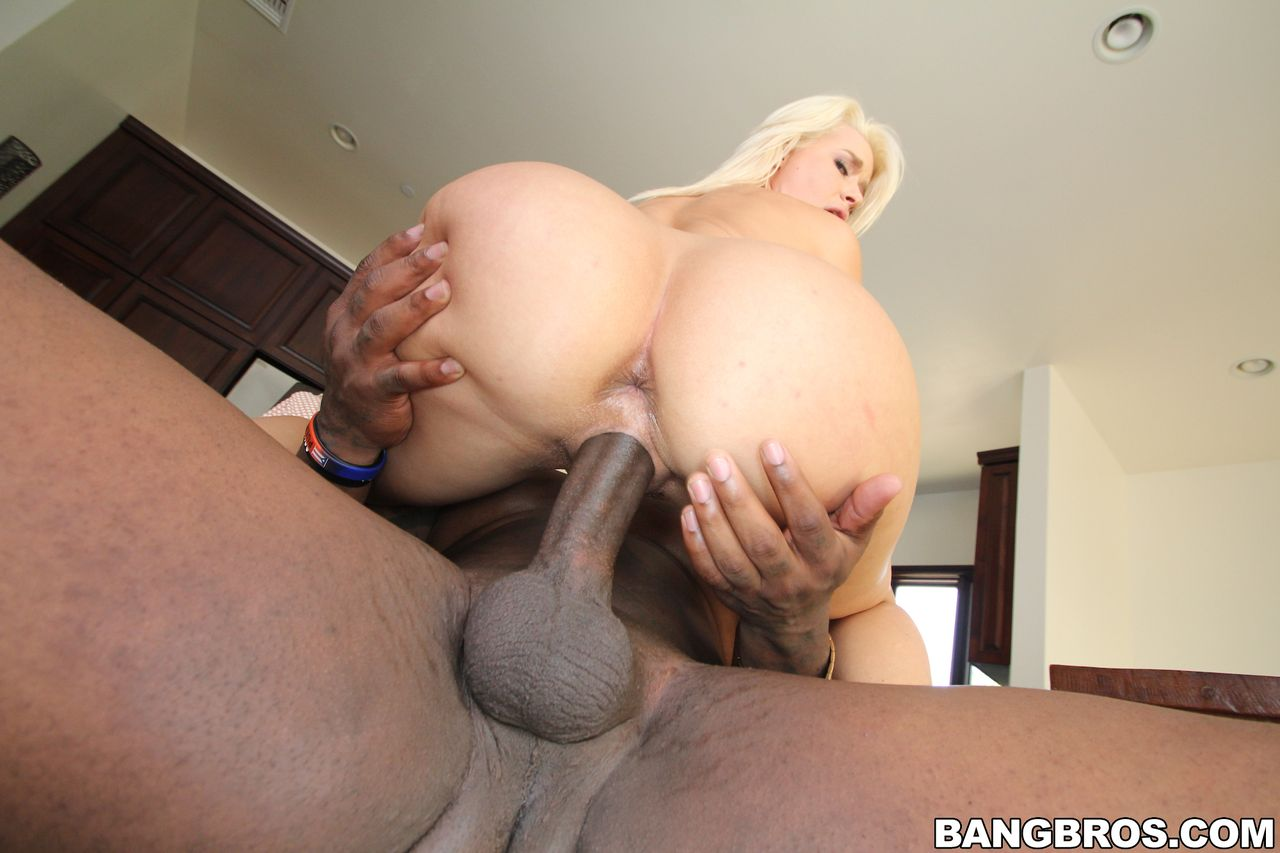 ebony hood amateur threesome