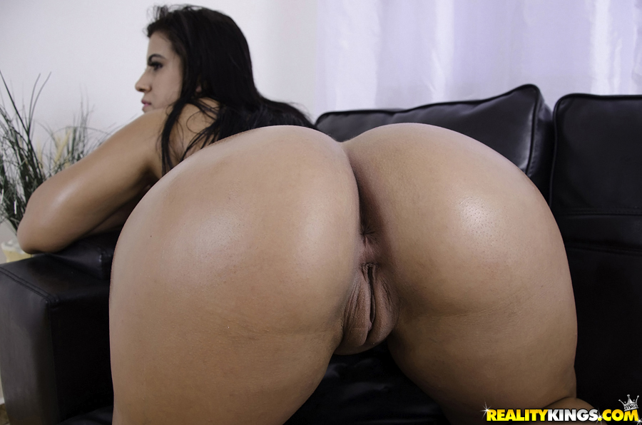sexy naked brazilian bubble booty